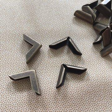 Hoek antiek brons 02, 4 stuks