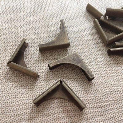Hoek antiek brons 01, 4 stuks
